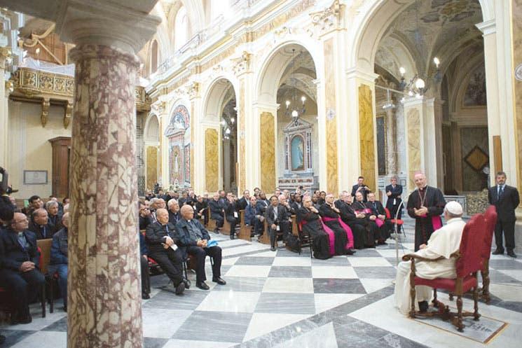 Obispos tratarán de divorciados y homosexuales