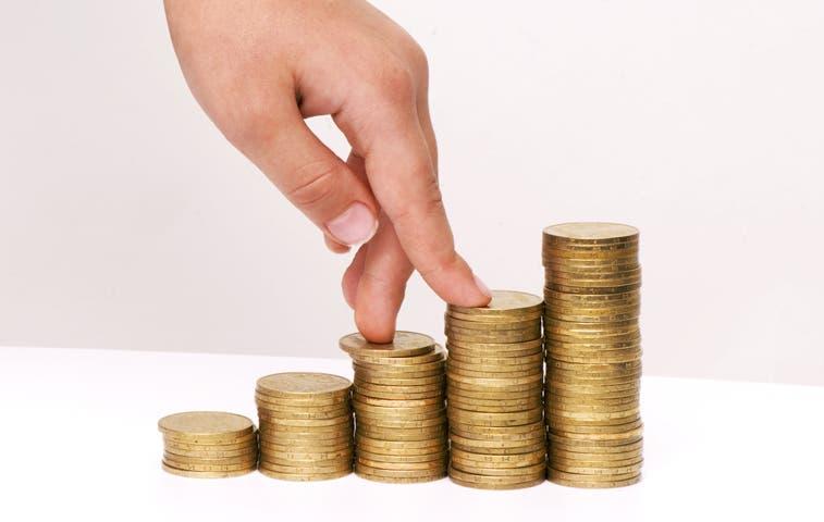 Analizan descongelar salarios de ministros