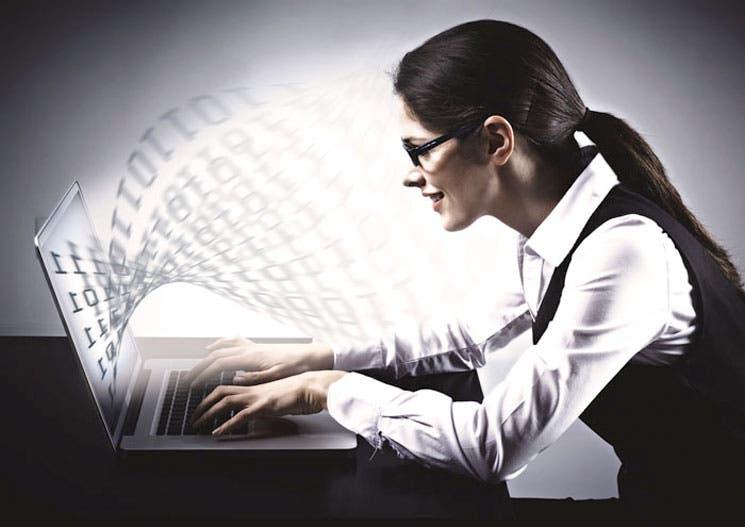 Polémica surge sobre obligación de informáticos a tener título