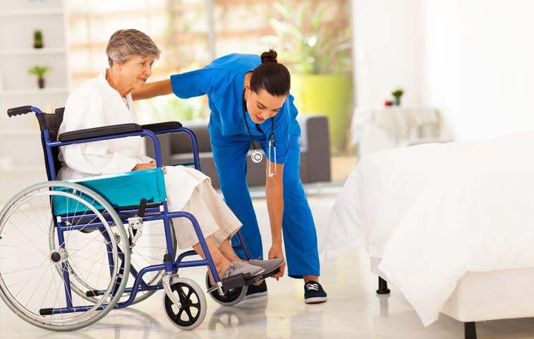 Personal que cuida adultos mayores reforzará conocimientos