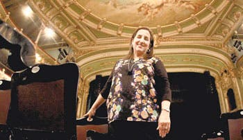 Turistas destacan Teatro Nacional