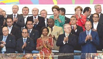 Merkel y Putin discuten en Río esfuerzos para impulsar la paz en Ucrania