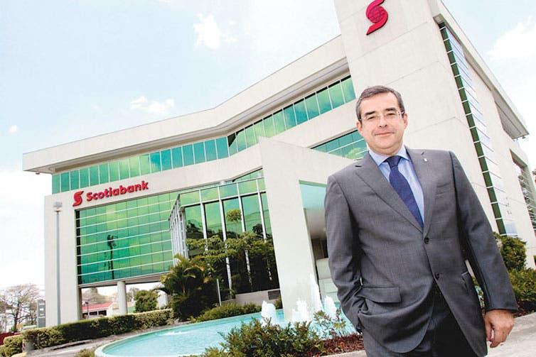 Scotiabank se deja galardón como mejor banco del país