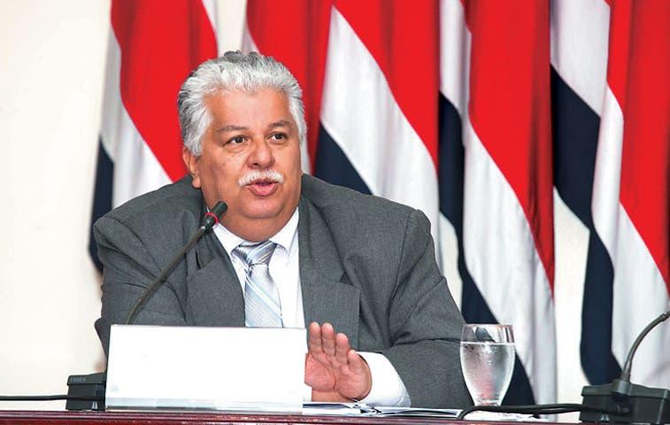 Ministro se defiende ante la Sala IV