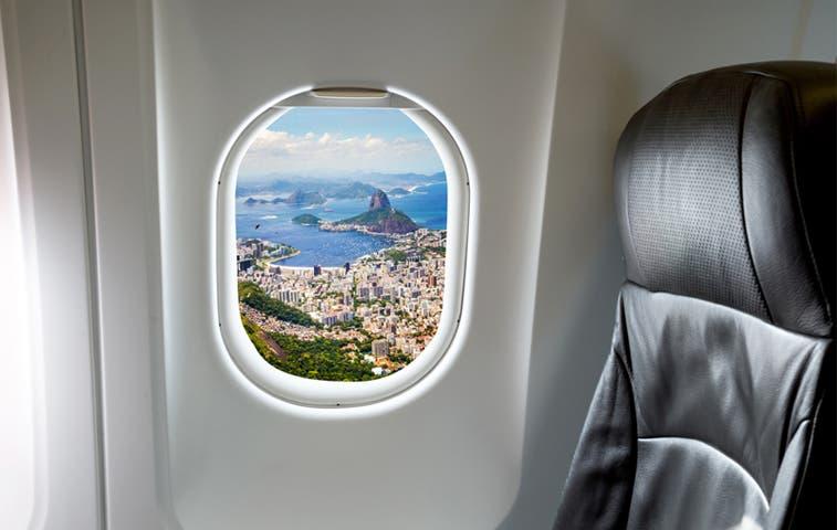 Respaldan a afectados por cancelación de vuelo a Brasil