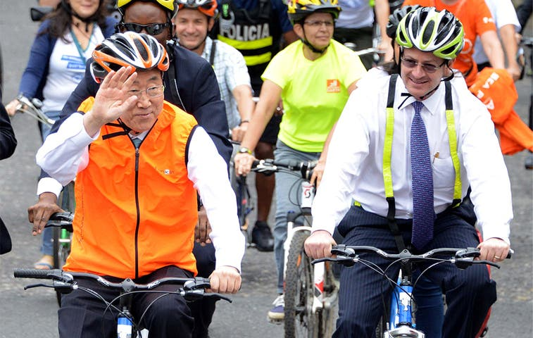 Ban Ki-moon en bicicleta [Video]