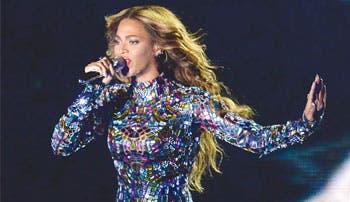 Beyoncé y Cyrus brillan en los premios MTV