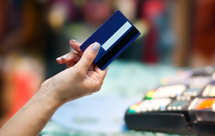 Bancos retendrán 2% de pagos con tarjetas