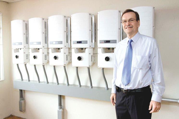 Tienda Llobet instala más de 200 paneles solares