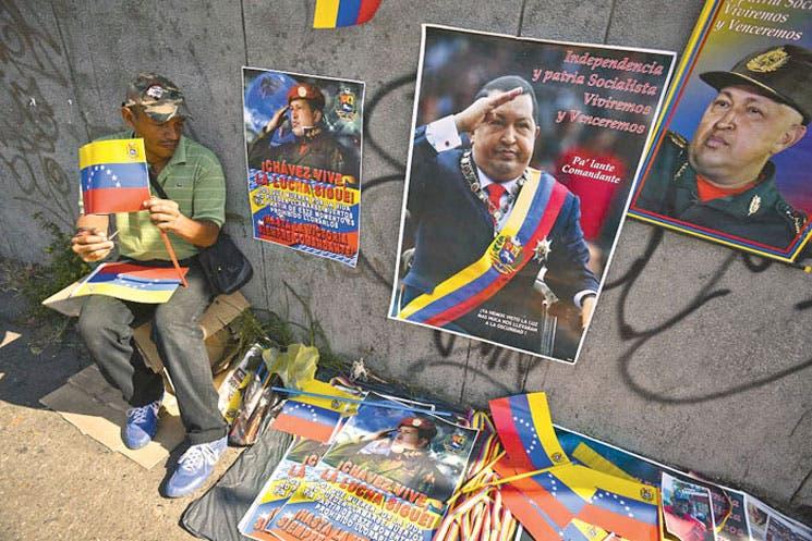 Rezarle a San Hugo no será la salvación de Venezuela