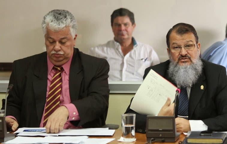 Solís convoca a mesas de diálogo con bancadas políticas