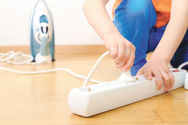 Evite riesgos eléctricos en su hogar