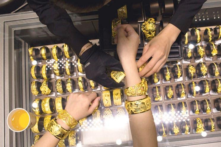 Problemas en Europa afectan mercado de oro y petróleo