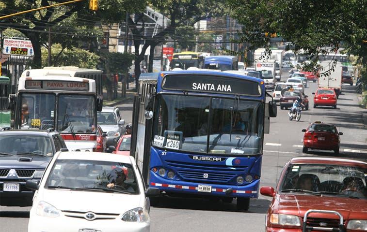 Autobuseros marchan con tortuguismo hacia Aresep