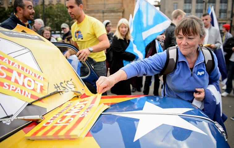 Vascos y catalanes acuden a las urnas en Escocia