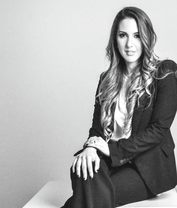 """Diseñadora tica lanza """"café a la carte"""" en París"""