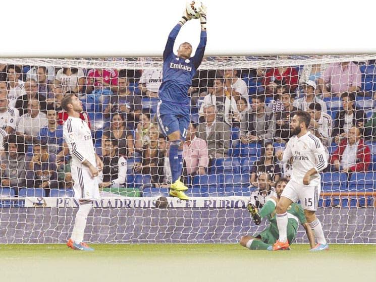 Navas debuta, Cristiano disfruta