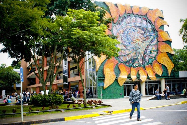 Escasean fondos para sistema de becas de UCR