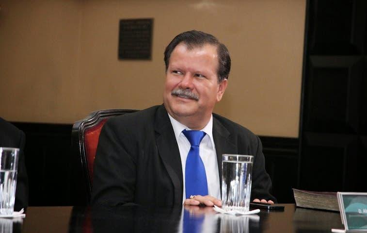 Presidencia niega conflicto de intereses por contratar a hijo de diputado