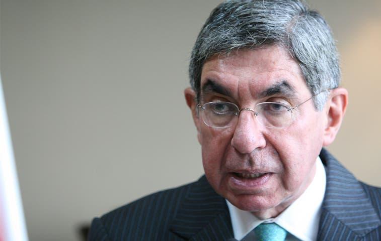 Arias propone un pacto para solucionar el déficit fiscal