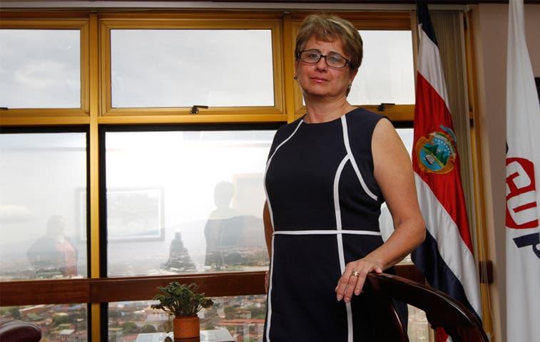 Presidenta de Recope asume también gerencia general