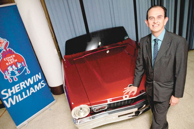 Sherwin-Williams apuesta por pintura automotriz
