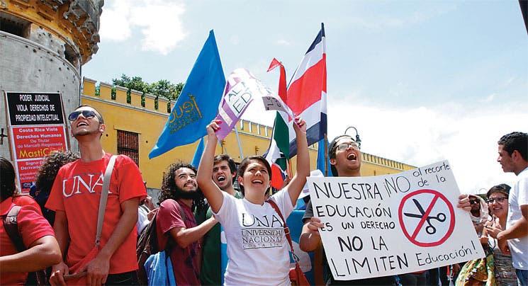 Universitarios elevarán presión en las calles si persiste recorte