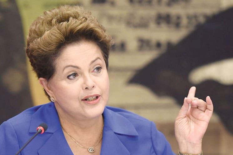 Rousseff ataca a oposición y Neves cambia propaganda