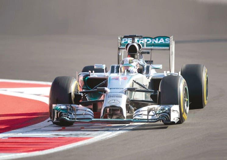 Hamilton y Mercedes festejan