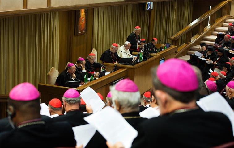 Obispos debaten sobre gais y bendición de divorciados