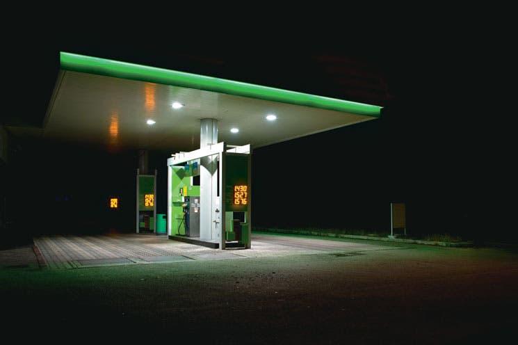 Precio del petróleo experimenta fuerte caída