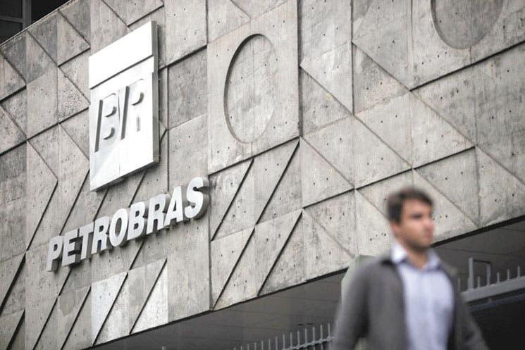 Moody´s baja calificación a petrolera brasileña