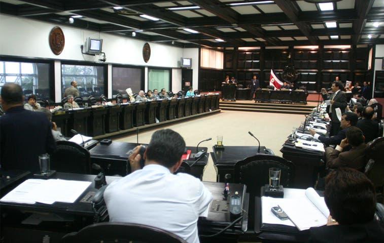 Diputados de oposición y oficialistas aplauden acciones con Sindicato