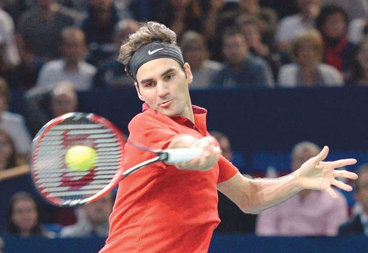 Federer vence entre dudas