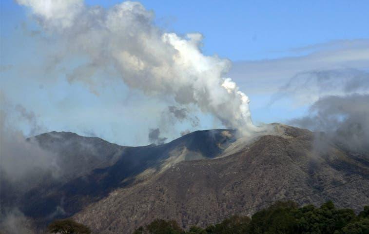 Constantes erupciones del volcán Turrialba activan protocolos