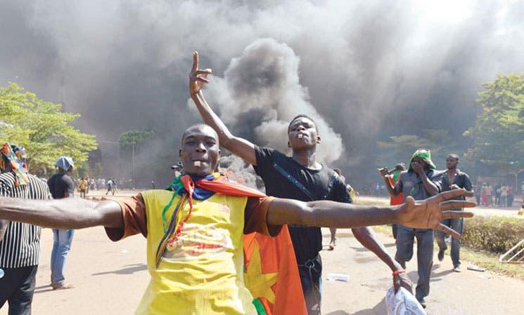 Presidente de Burkina Faso decreta estado de sitio y disuelve Gobierno