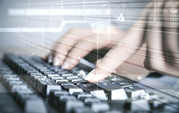 Avanza proyecto que obligaría colegiatura de informáticos