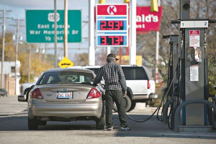 Científicos incitan a limitar gasto de combustibles fósiles