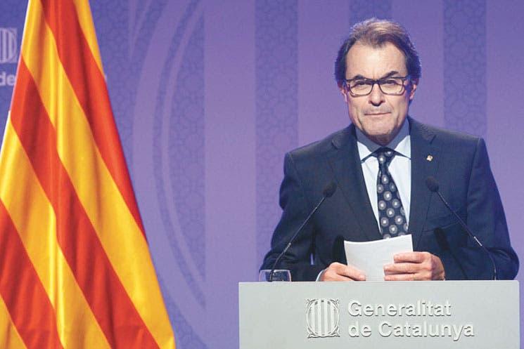 Tribunal español aplaza consulta soberana en Cataluña