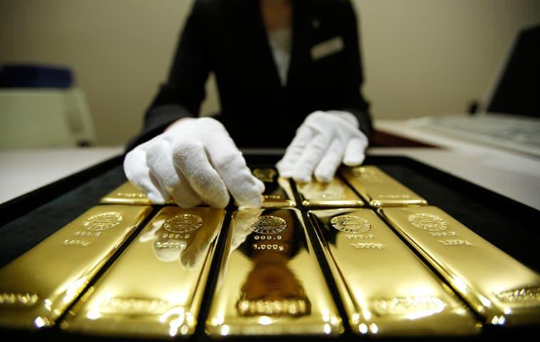 Compradores de oro de China señalan que caída de los precios se acerca al punto más bajo