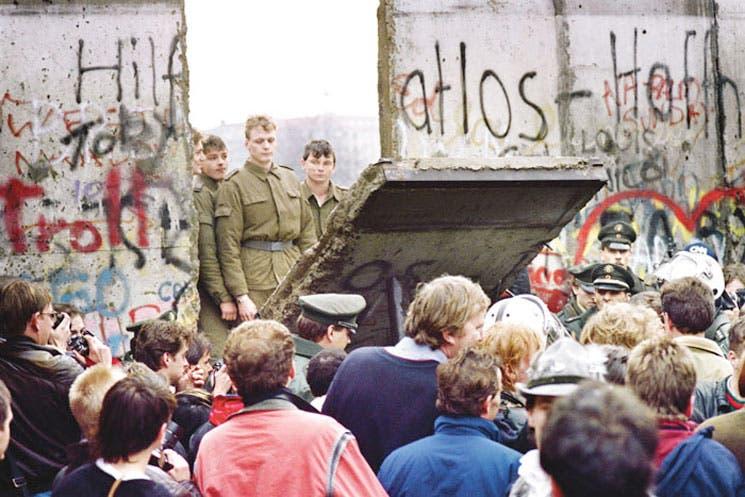 Merkel apela a la unidad en 25 aniversario de la caída del muro