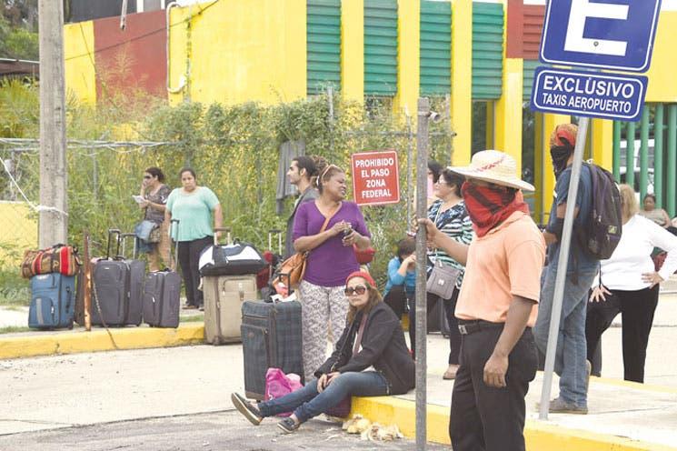 Manifestantes mexicanos tomaron aeropuerto de Acapulco