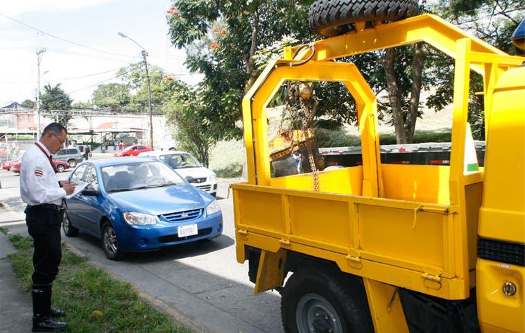 Policía de Tránsito cobrará servicio de grúa por decomiso