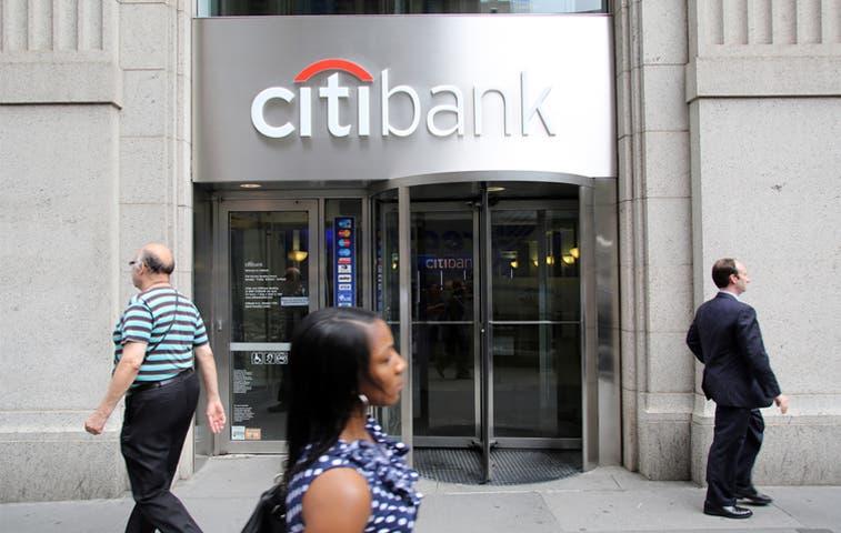Multa a cinco bancos por manipular divisas asciende a $3.300 millones