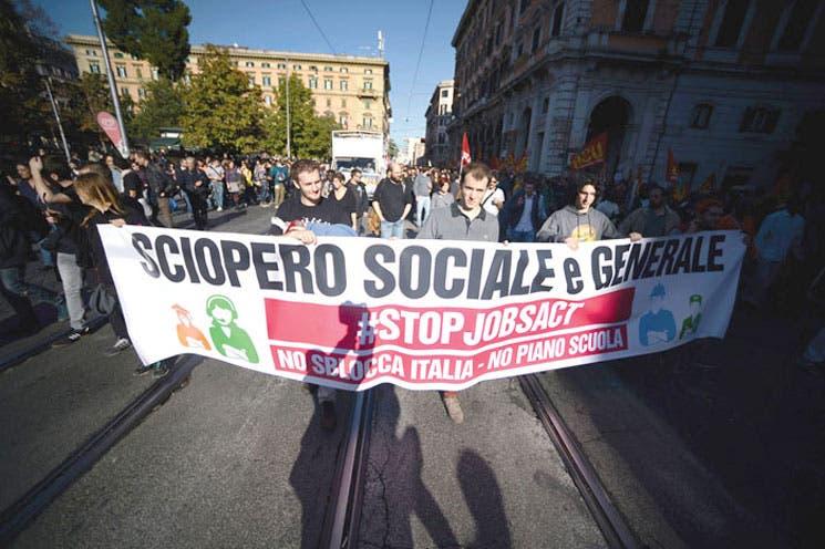 Italia vive intensa jornada de protestas contra Gobierno