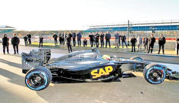 McLaren prueba su coche 2015