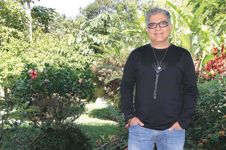 "Deepak Chopra invita a pensar ""fuera de la caja"""