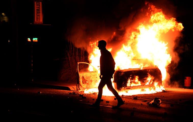 Violencia vuelve a Ferguson tras conocerse fallo del caso Brown