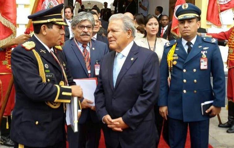 Solís se reunirá con presidente de El Salvador