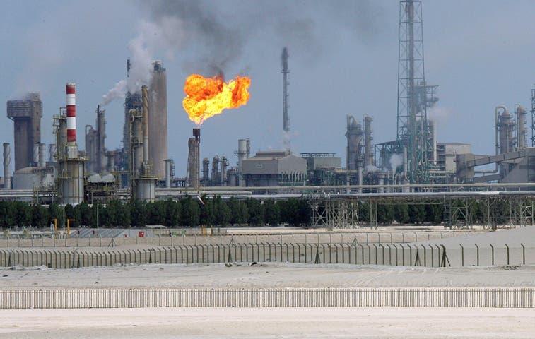 OPEP no recortará producción de crudo